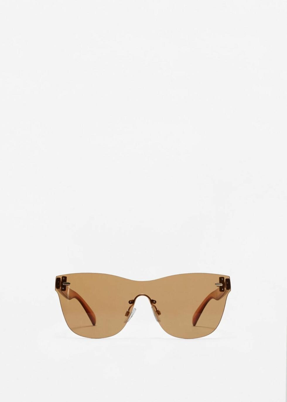 <strong>Solbriller fra Mango | kr 199 | http:</strong>//shop.mango.com/NO/p1/damer/tilbeh%C3%B8r/solbriller/sobriller-med-kontrastfarget-stang?id=83049008_30&n=1&s=nuevo&ts=1493281197102