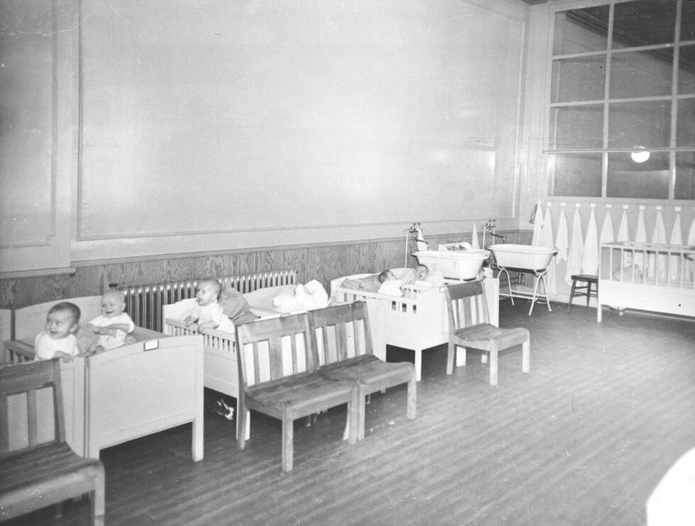NORSK-TYSKE BARN: Dette bildet viser et såkalt Lebensborn-hjem i Norge under andre verdenskrig (ukjent hvilket). Disse barna er født av en norsk mor og har tysk far.  Foto: NTB Scanpix