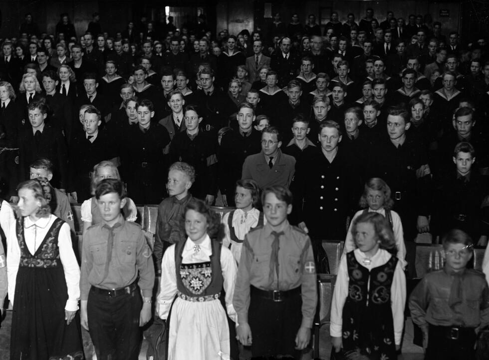HIRDEN: Dette bildet er tatt på Ringen kino i Oslo i forbindelse med Ungdommens kampdag i mai 1944 i regi av Hirden. Foto: NTB Scanpix