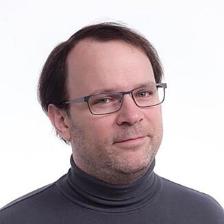 EKSPERTEN: Christer Bakke Andresen, som er universitetslektor (ph.d.) i filmvitenskap ved NTNU sier til KK.no at sosiale og personlige forhold trolig er av mye større betydning enn bruken av film og TV.