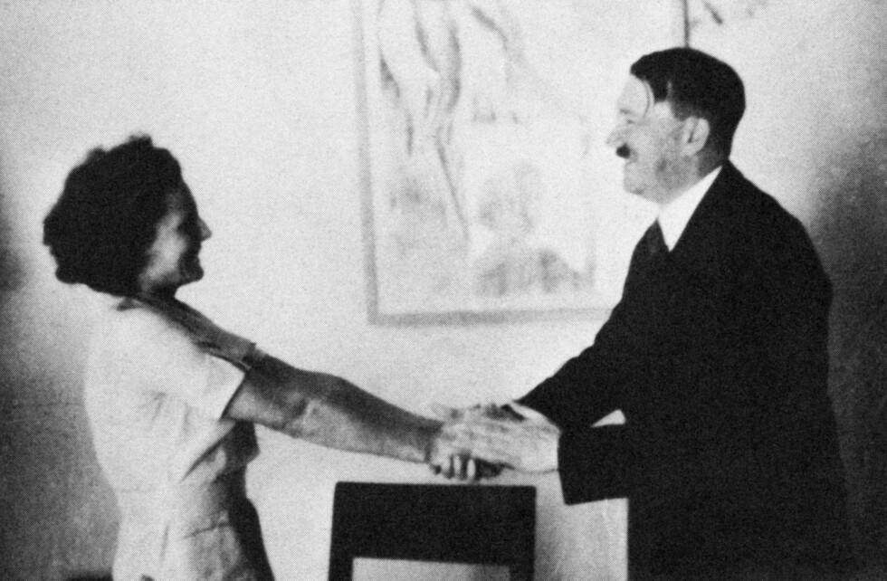 FORHOLD?: Ifølge ryktene skal filmskaper Leni Riefenstahl ha hatt et kort forhold med Adolf Hitler på 30-tallet. Foto: NTB Scanpix