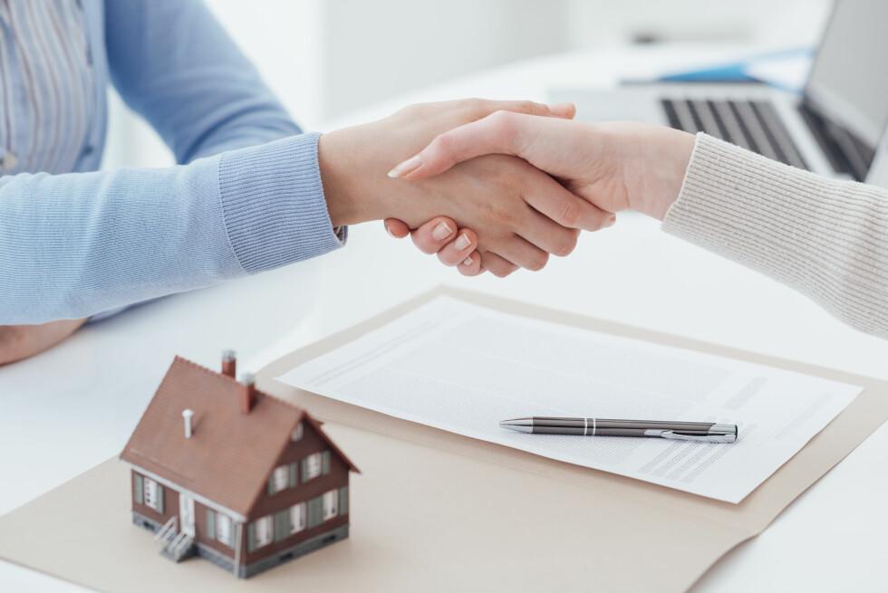 FORELDREHJELP: Uten hjelp fra foreldre eller mye oppspart egenkapital, er det krevende for unge å komme seg inn på boligmarkedet. Foto: Stock-Asso / Shutterstock / NTB scanpix