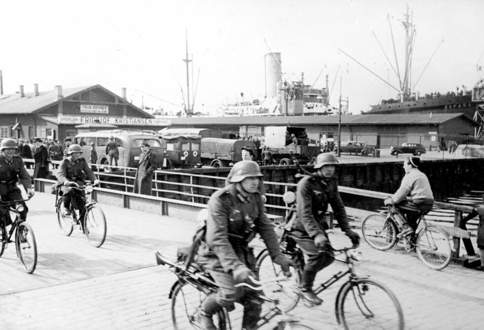 I BYBILDET: Tysk sykkelbataljon på bryggen i Oslo 9. april 1940. FOTO: NTB