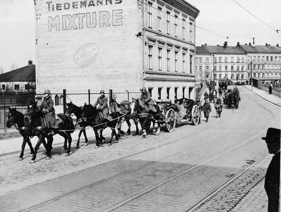 I GAMLEBYEN: Tyske soldater med hester og vogner i Gamlebyen 9. april 1940. FOTO: NTB