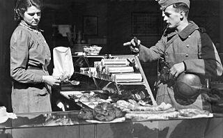 Se de historiske bildene tatt i Norge rett etter den tyske invasjonen