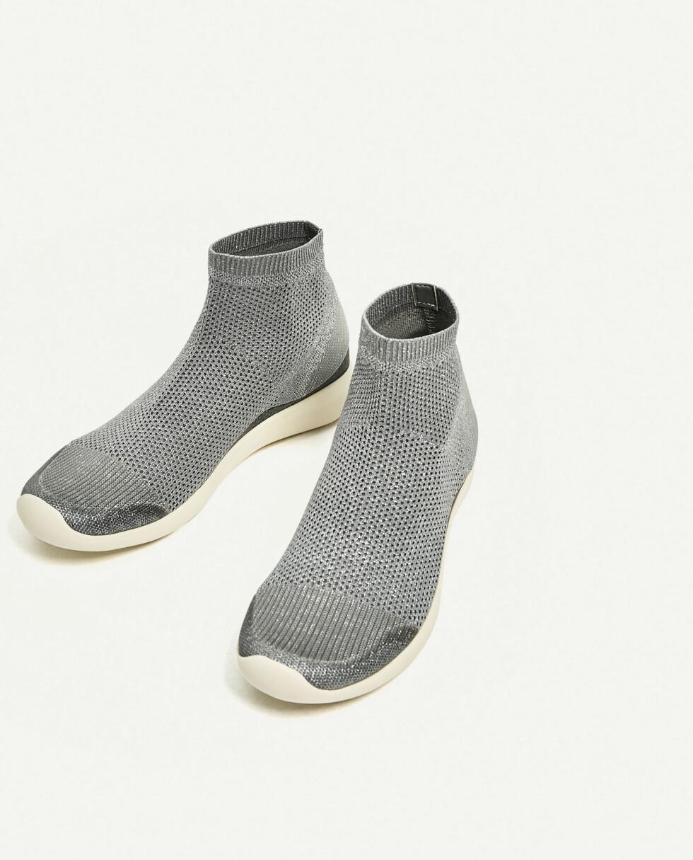 Joggesko fra Zara | kr 559 | https://www.zara.com/no/no/dame/sko/se-alt/joggesko-i-sokkestil-med-glitter-c719531p4204007.html