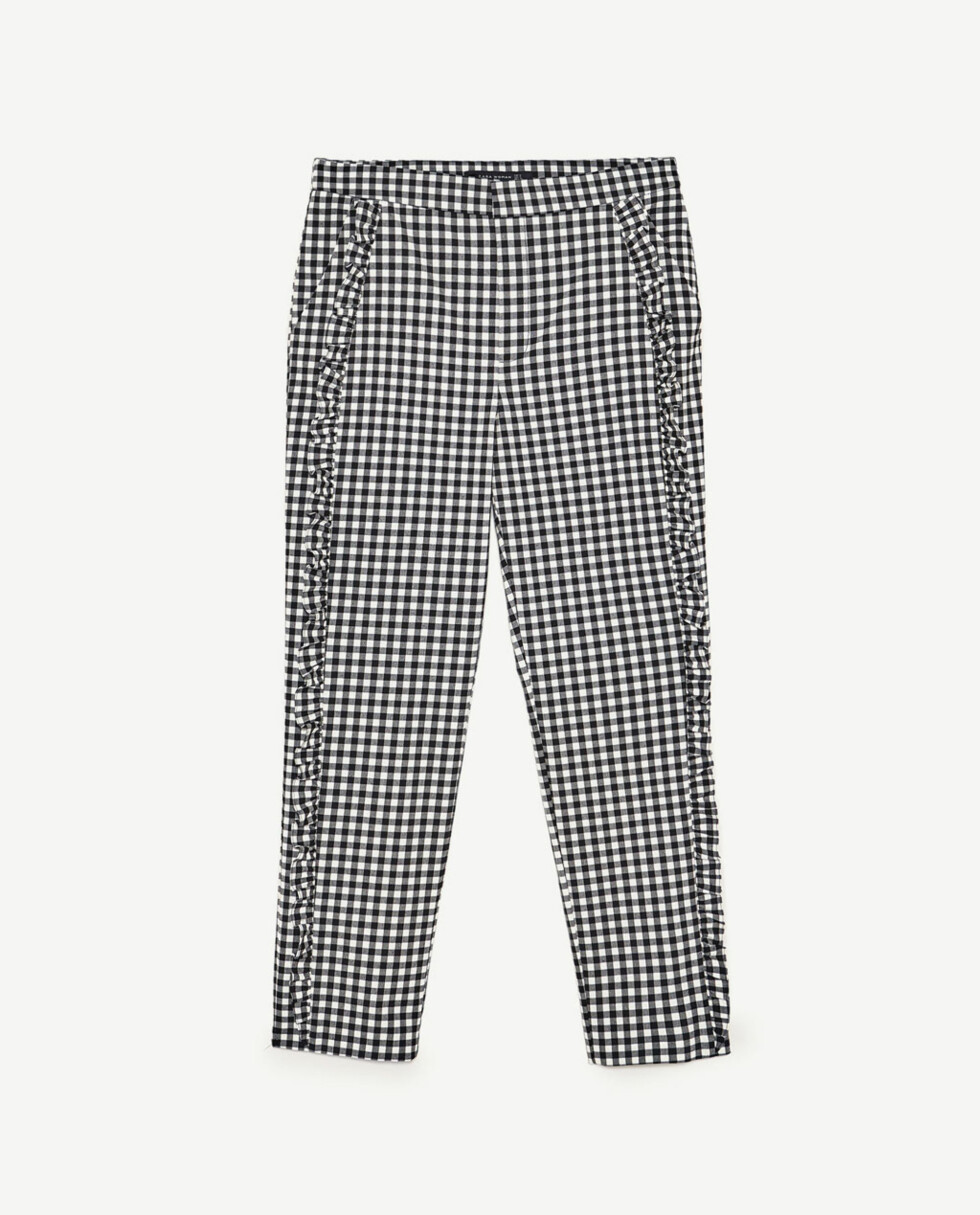 <strong>Bukse fra Zara | kr 499 | https:</strong>//www.zara.com/no/no/dame/bukser/volang-/bukse-med-ginghamruter-c401021p4360028.html