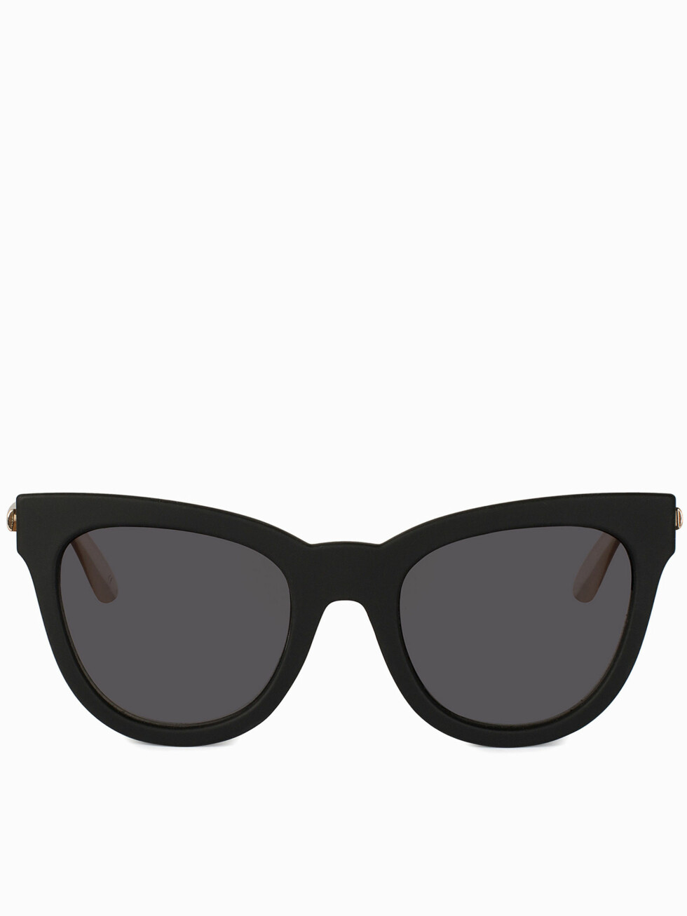 <strong>CAT EYE:</strong> Slik ser en solbrille med cat eye-form. De med kvadratisk og ovalt ansikt kler disse godt! Dersom du har langt eller rundt ansikt, er kanskje ikke dette den heldigste formen på solbrille for deg. Foto: Nelly.com