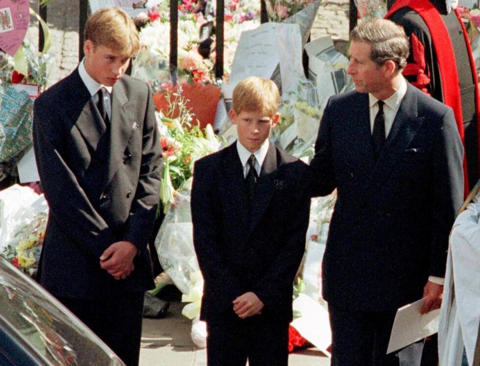 <strong>MISTET SIN MOR:</strong> Prinsesse Diana etterlater seg sønnene prins William og prins Harry, som hun fikk med eksmannen prins Charles. Dette bildet er tatt under begravelsen i London den 6. september 1997.  Foto:  Foto: NTB Scanpix