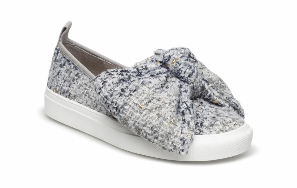 Grå sko med stor sløyfe fra Kurt Geiger |kr 1399 | http://apprl.com/sv/pd/4MNW/