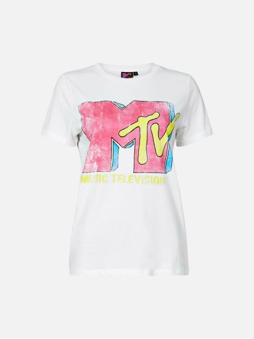 T-skjorte med MTV-trykk fra Bik Bok | kr 249 | https://bikbok.com/no/7202884_F001