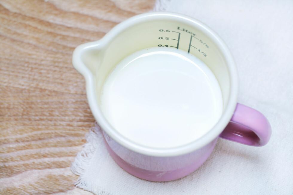 RIKTIG TEMPERATUR: Hvis væsken er for varm drepes gjæren og bakverket hever seg ikke.  Foto: sugar0607 - Fotolia