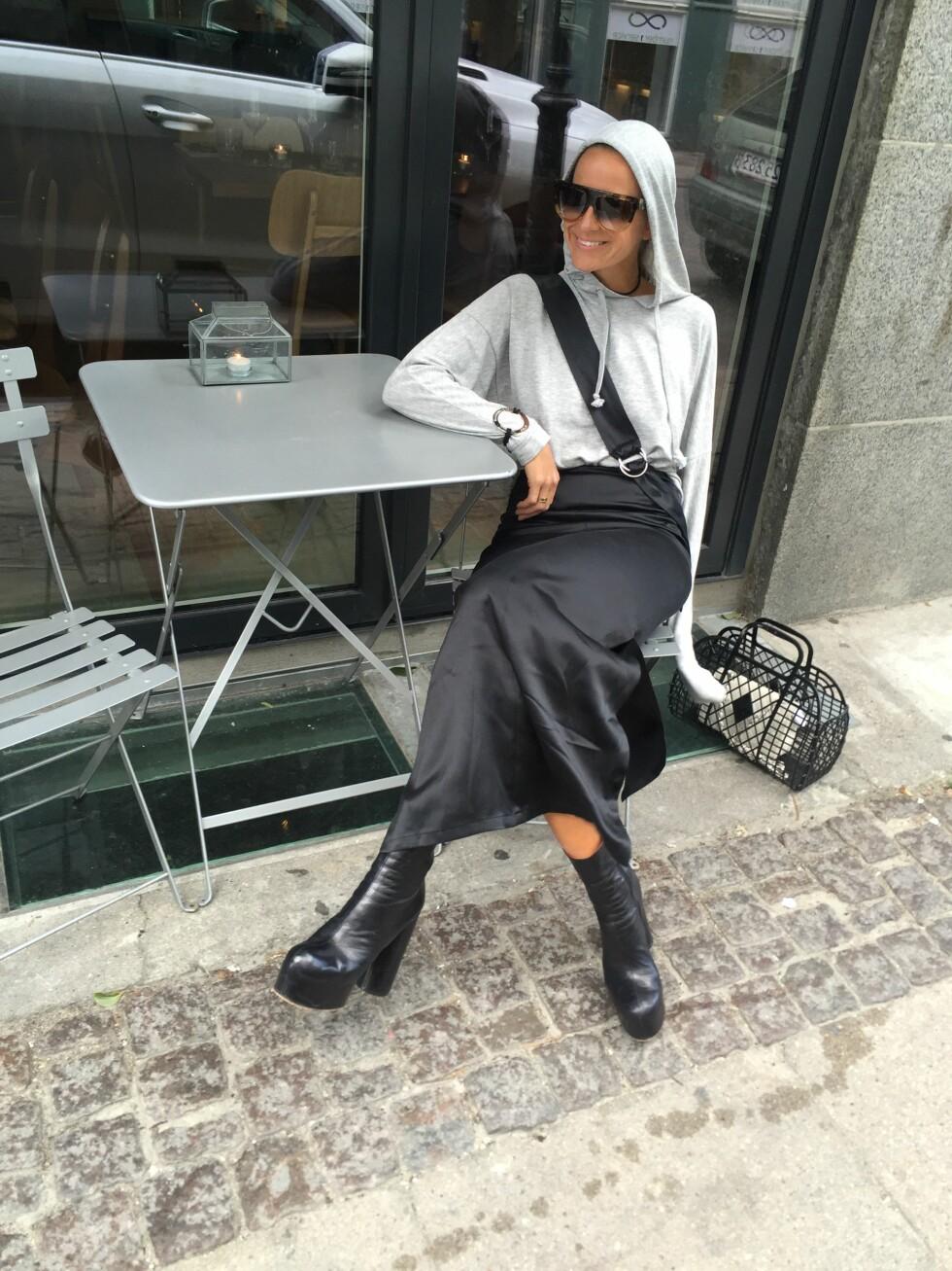 AVSLAPPET OG KUL: Moteekspert Celine Aagaard brukte hettegenseren hele tre ganger under moteuken i København. Vi digger det. Foto: Envelope.no