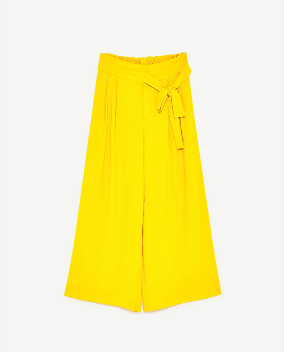<strong>Bukse fra Zara | kr 199 | https:</strong>//www.zara.com/no/no/dame/bukser/culottes/cropped-bukse-med-knyteb%C3%A5nd-i-siden-c718504p4326554.html