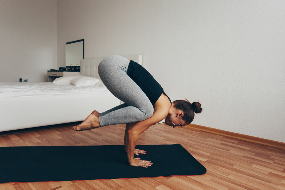 YOGA OM MORGENEN: - En yogaøkt på 20 minutter om morgenen og en løpetur på 40 minutter på ettermiddagen er strålende, forteller treningsekspert. Foto: Shutterstock / Evgeny Glazunov