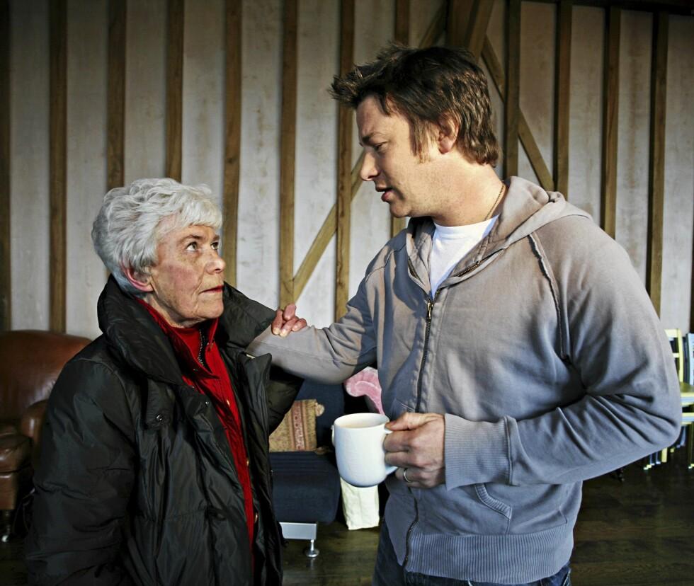 TO MATGLADE FOLK: De har møttes flere ganger, vår egen kjøkkenlegende Ingrid Espelid Hovig og Jamie Oliver. Foto: NTB scanpix