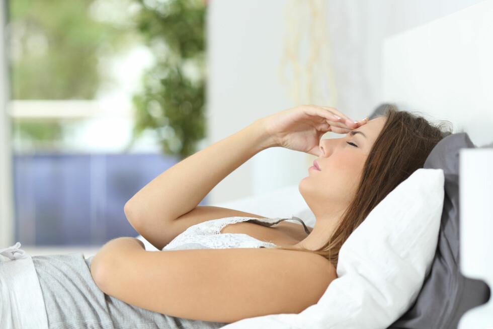 SYMPTOMER NYREBEKKENBETENNELSE: Det vanlig at man får feber og frysninger ved nyrebekkenbetennelse.  Foto: Shutterstock / Antonio Guillem