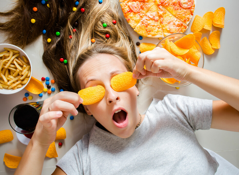 BELØNNING: Når vi spiser noe som smaker søtt og salt på samme tid trigges hjernens belønningssenter, som gjør det vanskelig å stoppe. Foto: Shutterstock / Boiarkina Marina
