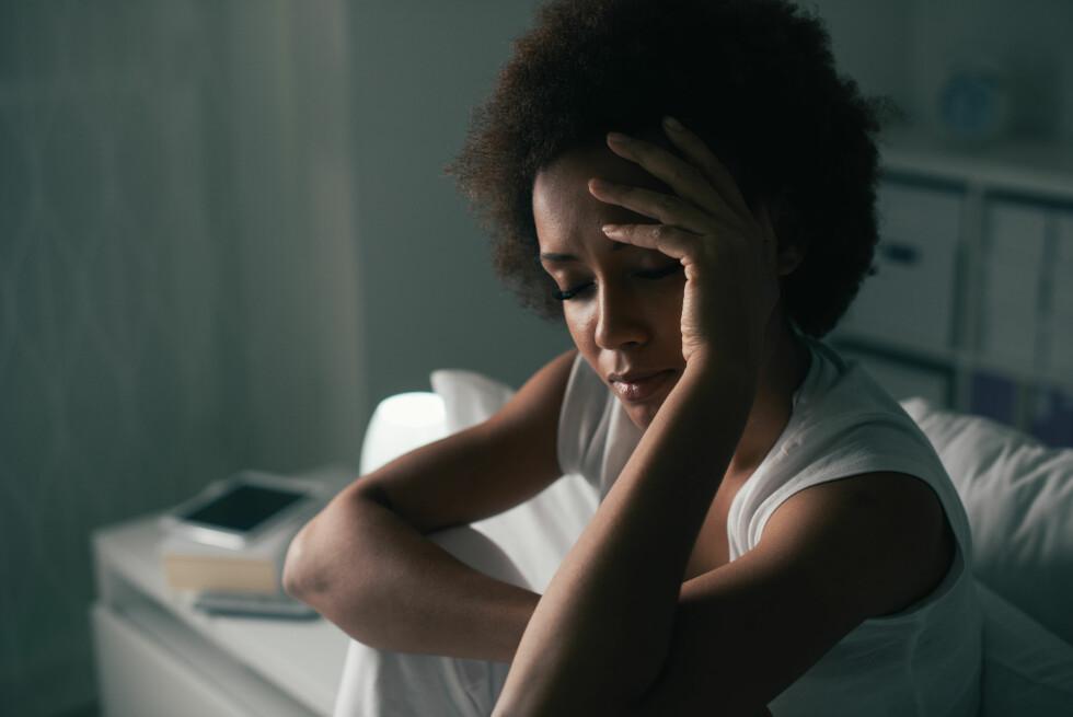 VÅKNER OM NATTEN: Pleier du å våkne på et bestemt tidspunkt om natten? Da kan det være du stresser eller bekymrer deg over noe.  Foto: Shutterstock / Stock-Asso
