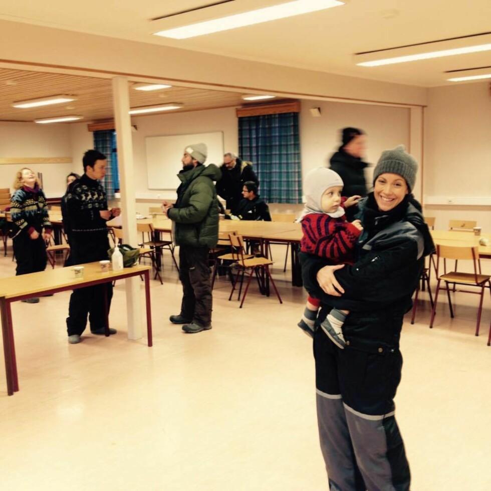 PÅ OPPTAK: Sønnen Syver fikk også bli med mamma Ingeborg på innspilling.  Foto:  Foto: Privat