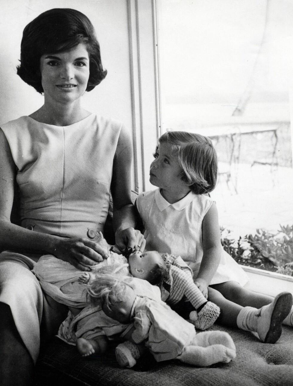 1961: Jackie Kennedy med datteren Caroline. Foto: Zuma press