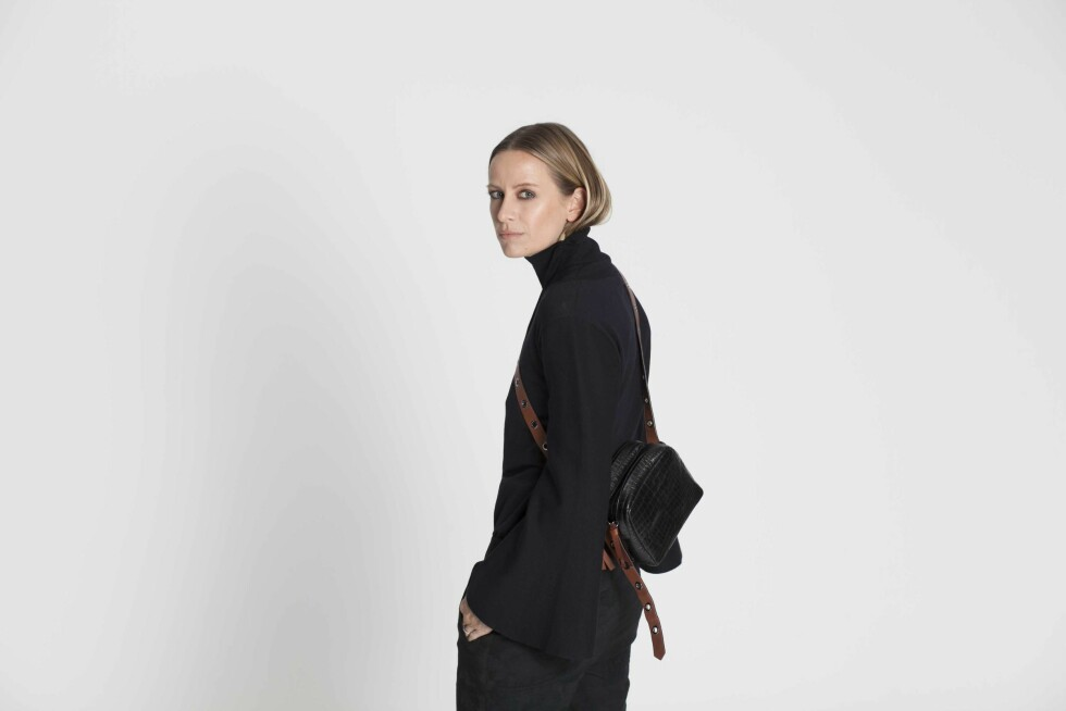 I VOGUE: Celine Aagaard gjorde en shoot for Vogue, og i utgaven kan du se hvordan hun styler vesken på ulike måter.   Foto: Privat