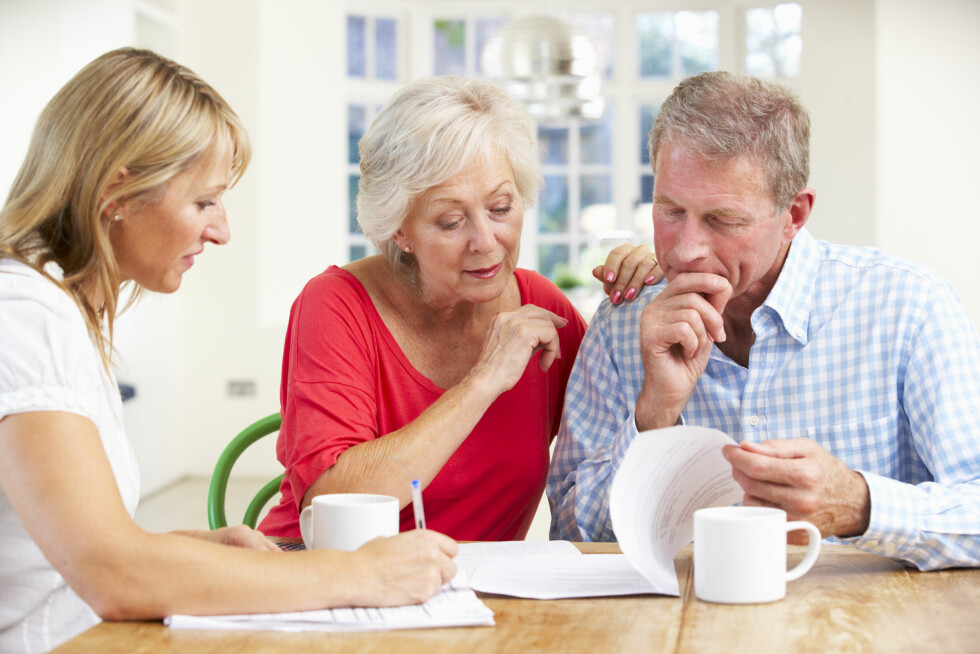SNAKK OM ARV: Mange liker ikke å snakke om arv, men det kan spare familien for lange, vonde konflikter.  Foto: Scanpix