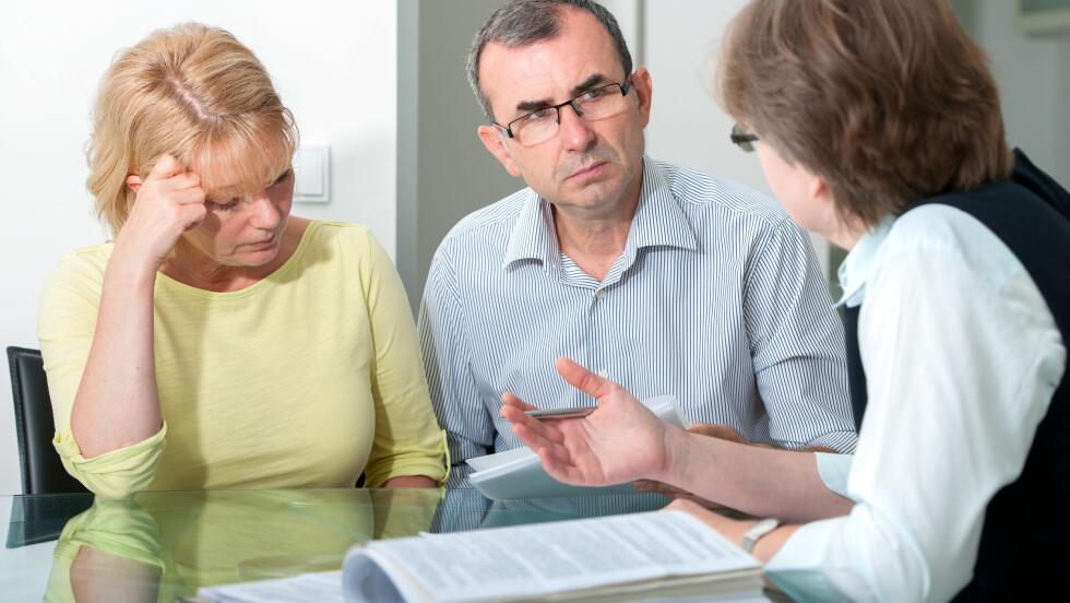 ARVEOPPGJØR: - Er det noen gang du skal søke profesjonell hjelp er det når du skal fordele arv, sier psykolog Eva Tryti. Også etter at arvelater har gått bort bør dere be om juridisk bistand.  Foto: Scanpix