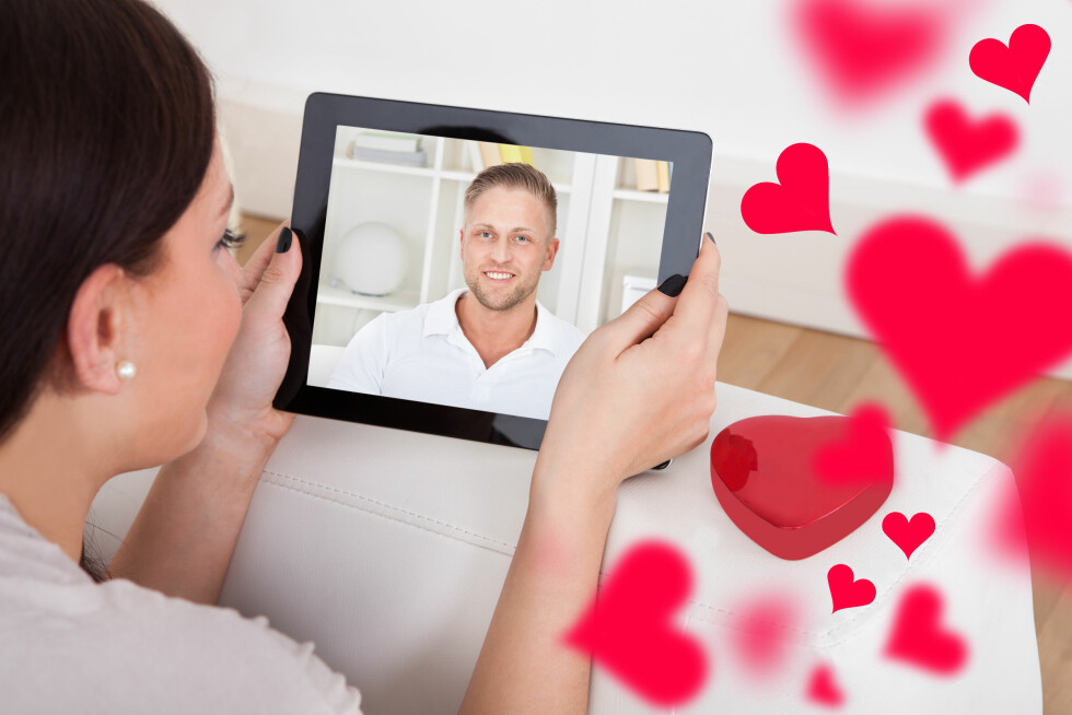 INNAFOR: Datingsider skiller seg fra den virkelige verdenen, og beskrivelsen i profilen er sjeldent nok til å vite om man man er en match eller ikke. Foto: Shutterstock / Andrey_Popov