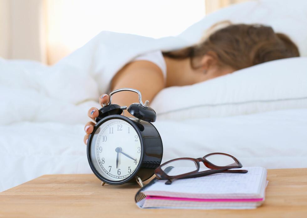 SLITSOMT: Å være b-menneske kan være slitsomt om du har en 8-16-jobb, men noe du ikke bør gjøre er faktisk å ta igjen tapt søvn i helgene.  Foto: Scanpix