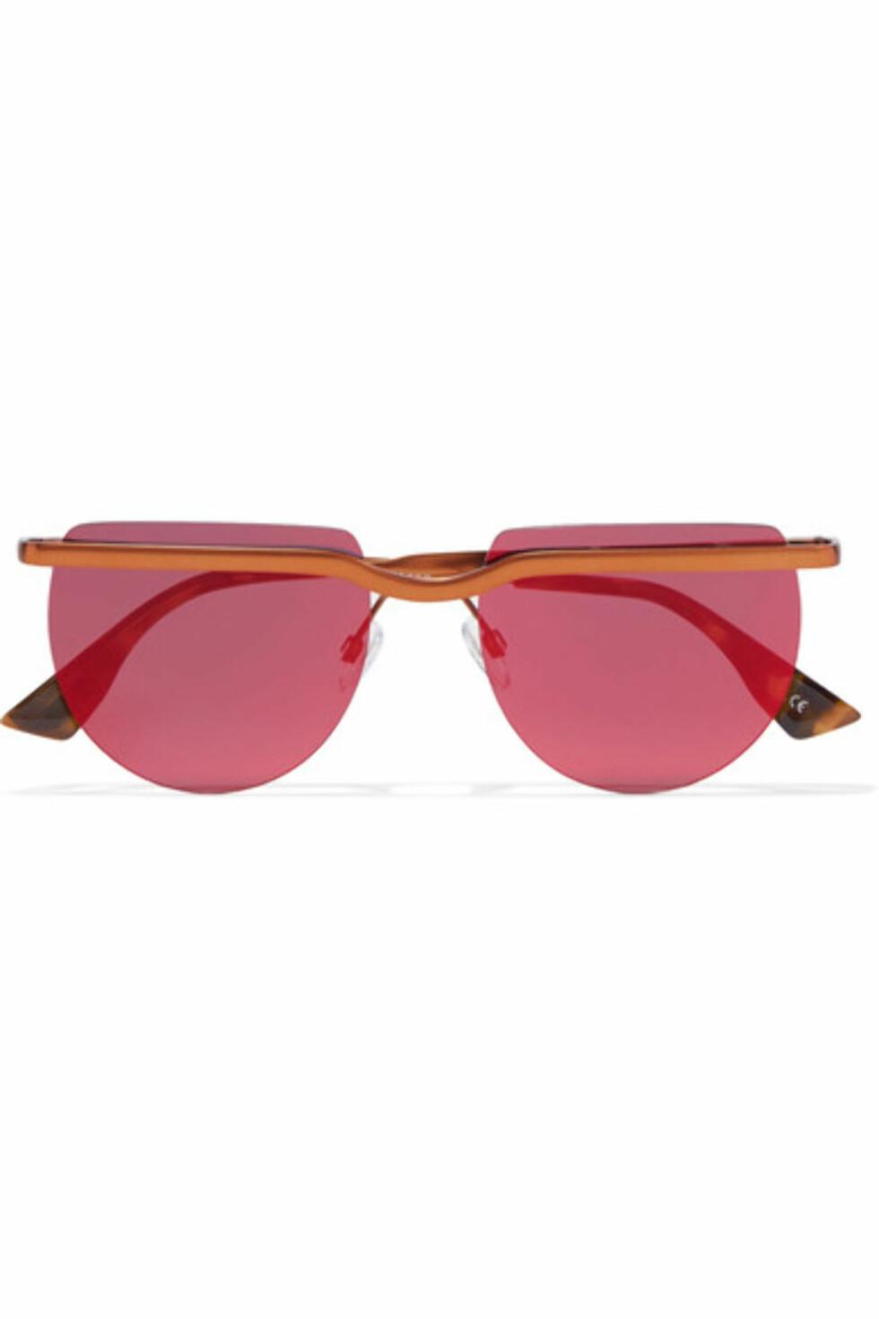 Solbriller fra Le Specs via Net-a-porter.com | kr 692 | https://www.net-a-porter.com/no/en/product/865486/le_specs/mafia-moderne-round-frame-copper-tone-sunglasses