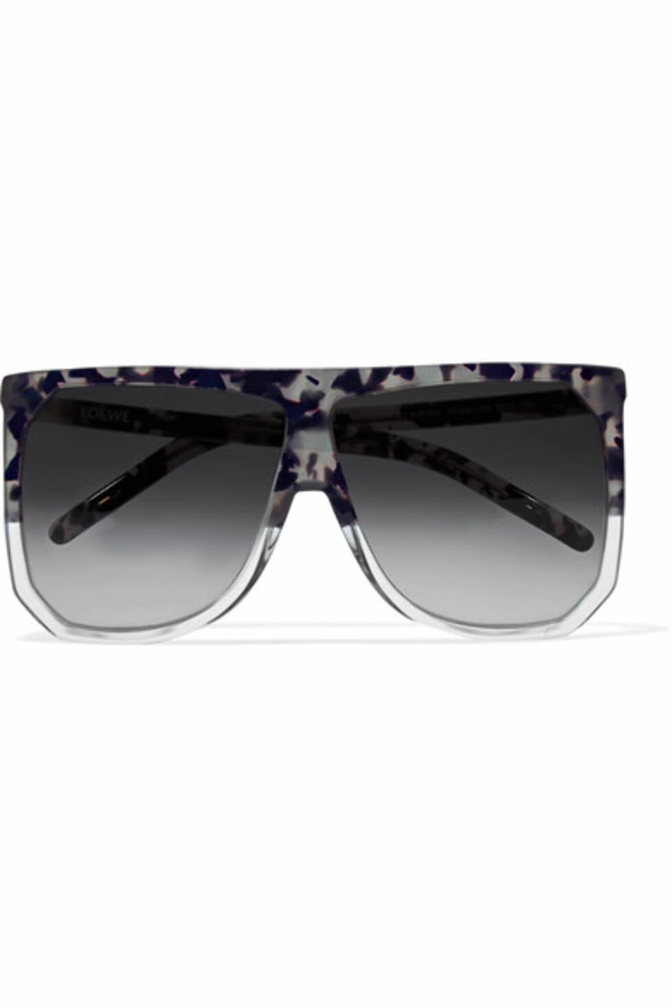 Solbriller fra Loewe via Net-a-porter.com   kr 3190   https://www.net-a-porter.com/no/en/product/815225/loewe/filipa-d-frame-acetate-sunglasses