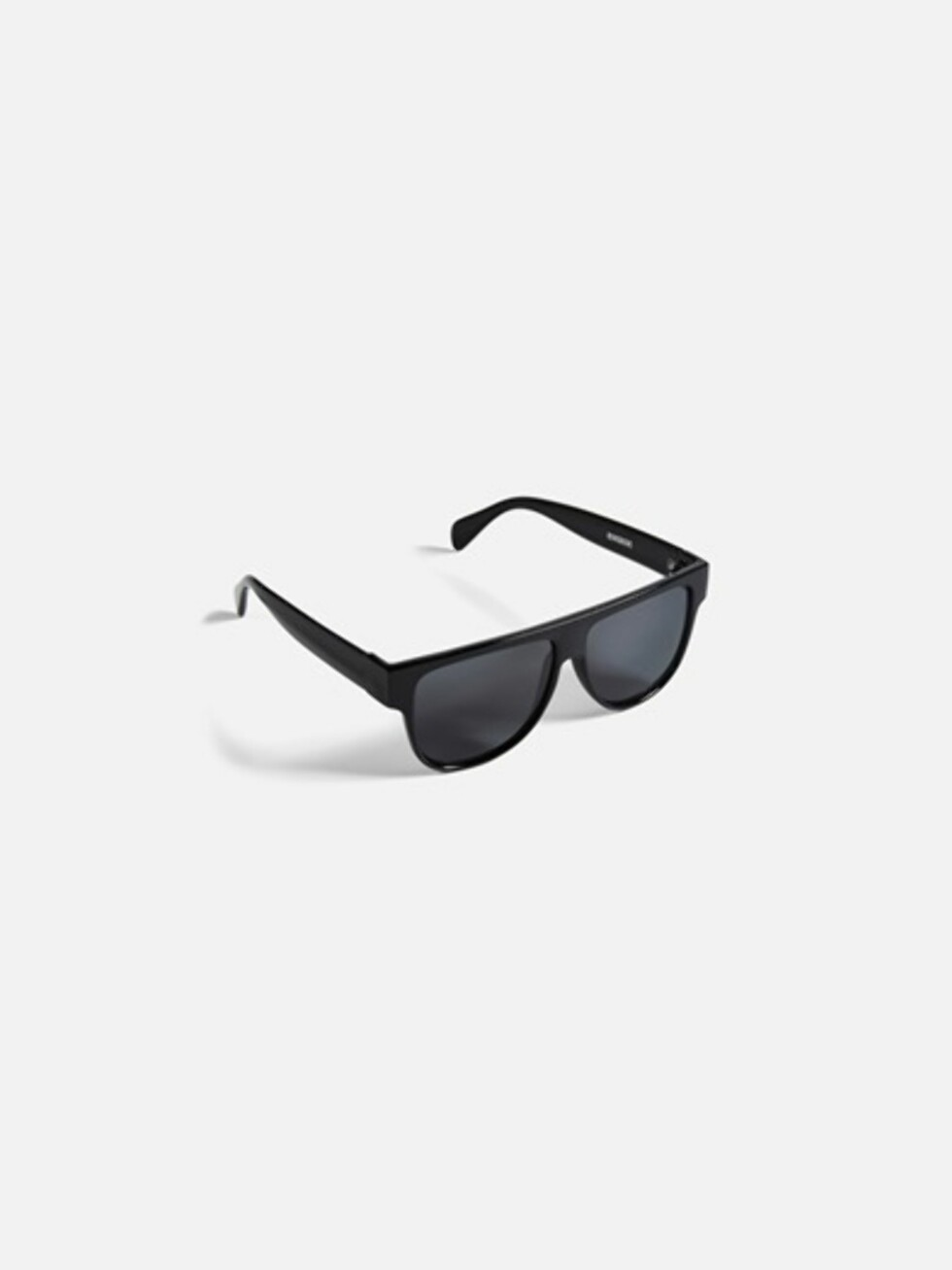 Sorte solbriller fra Bik Bok   kr 99   https://bikbok.com/no/7194409_F990