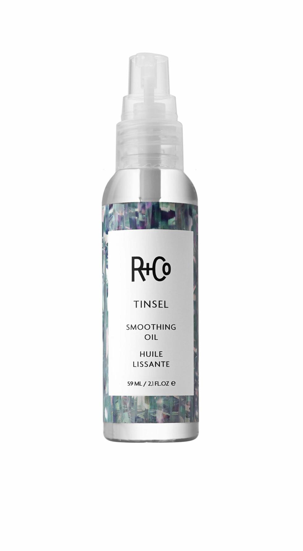 NATURLIG WET LOOK: Hårolje (kr 270, R+Co, Tinsel Smoothing Oil) Foto: Produsenten
