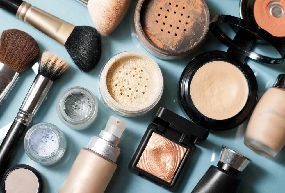 BRUK LUKTESANSEN: Gammel kosmetikk får en særegen metallisk, harsk lukt når den blir gammel. Foto: Shutterstock / misuma