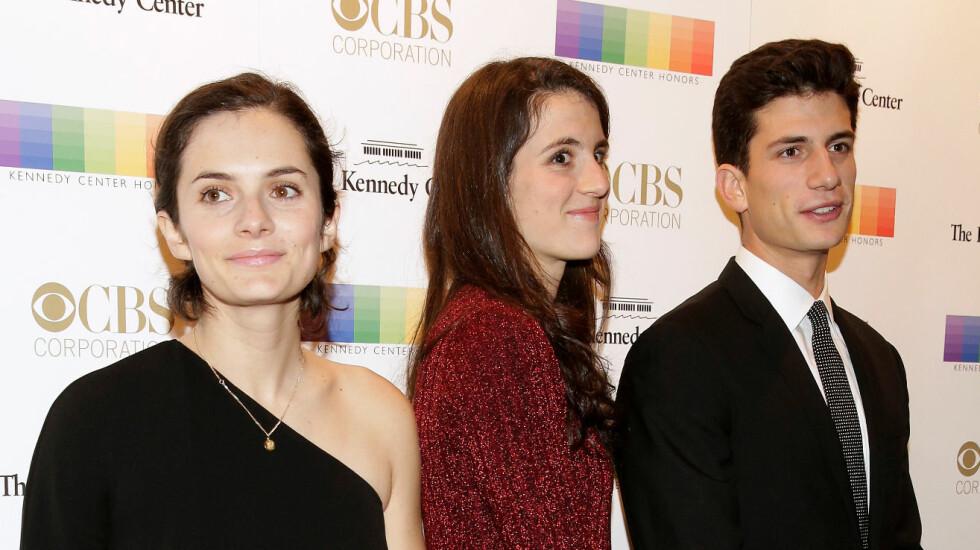 KENNEDY-FAMILIEN: Rose, Tatiana og John Schlossberg kastet glans over eventet Kennedy Center Honors i Washington i desember i fjor. Foto: NTB Scanpix