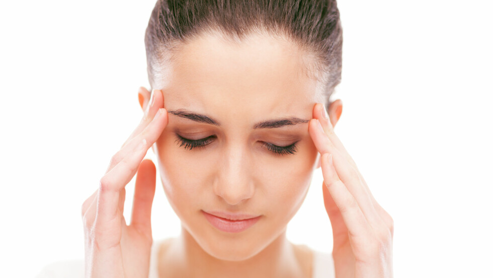 MIGRENE: Årsaken til migrene er fortsatt ukjent. Flere kvinner rammes enn menn.  Foto: Shutterstock / Stokkete