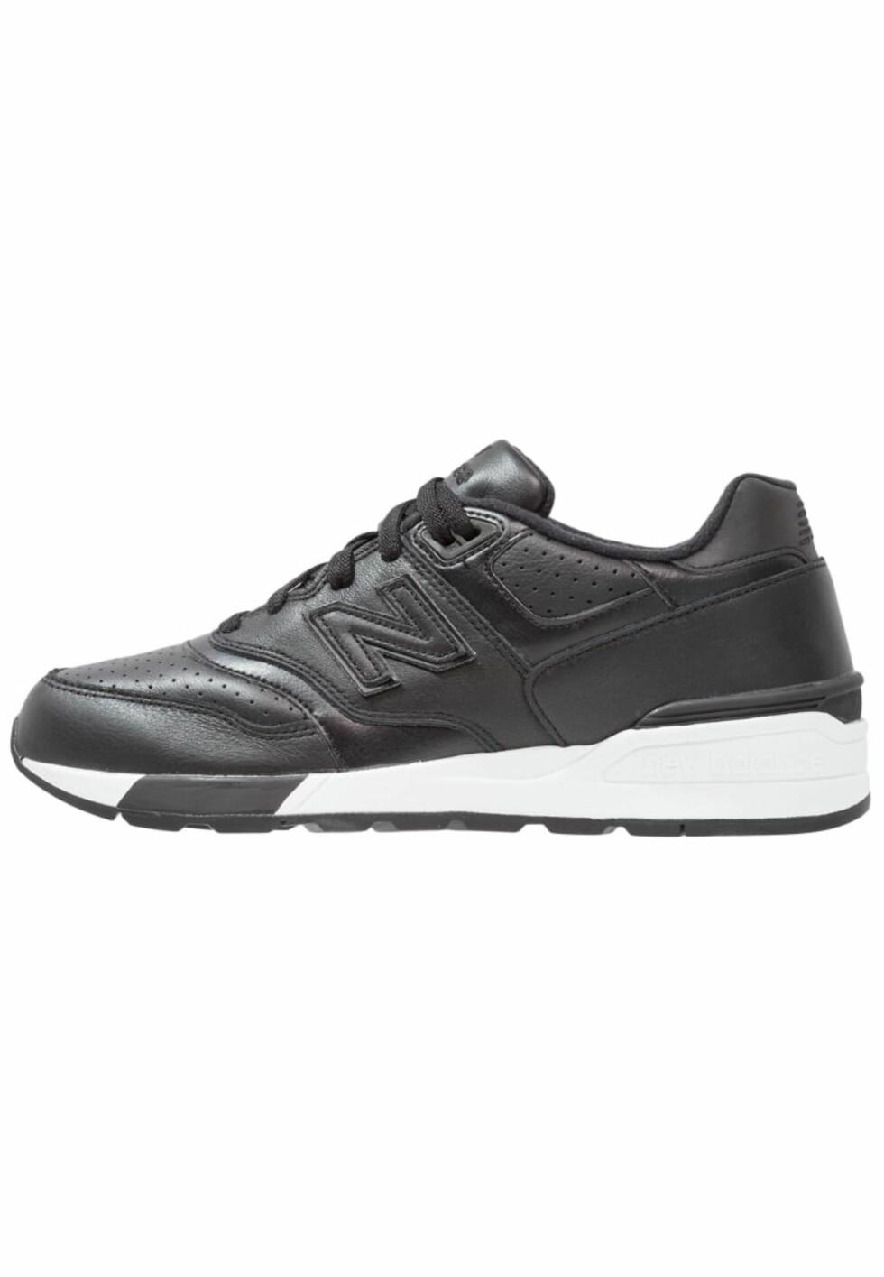 Sneakers fra New Balance via Zalando.no | kr 1095 | http://marketing.net.zalando.no/ts/i4062628/tsc?amc=performance.znd.47259.54735.57747&rmd=3&trg=https%3A%2F%2Fwww.zalando.no%2Fnew-balance-joggesko-black-ne215b03z-q11.html%3Fwmc%3DAFF47_IG_NO.%23%7BPARTNER_ID%7D_%23%7BADSPACE_ID%7D..