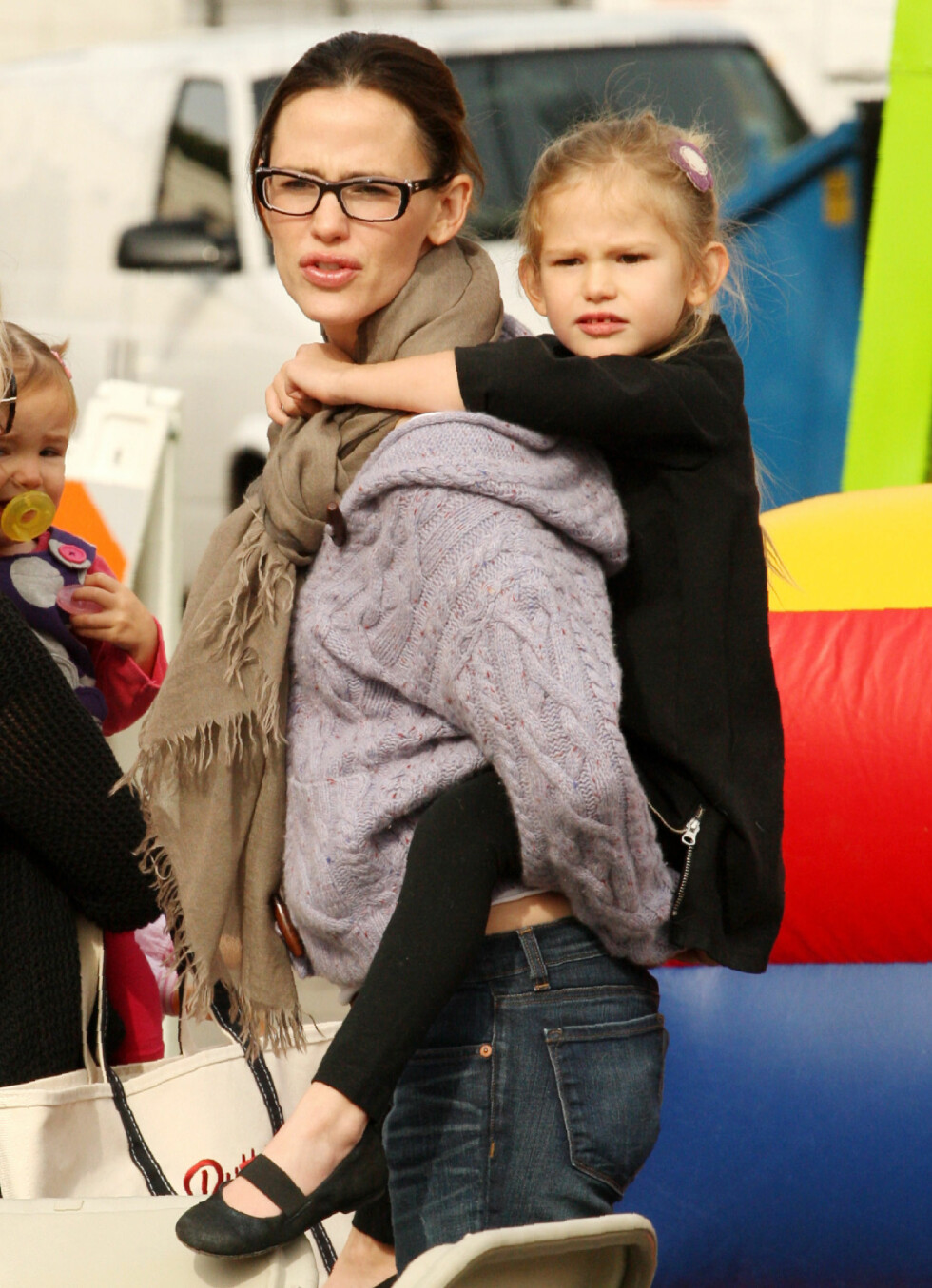 <strong>KLIN LIKE:</strong> Jennifer Garner (45) og Violet Affleck (11). Foto: NTB Scanpix