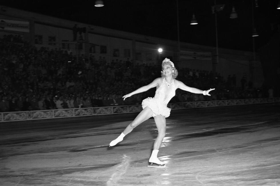 TILBAKE I NORGE:  For første gang etter krigen skulle Sonja Henie opptre for et norsk publikum med sitt store isshow i 1953. Showet hadde 33 forestillinger, alle med fulle hus. Foto: Høel /  NTB / Scanpix Foto: NTB scanpix
