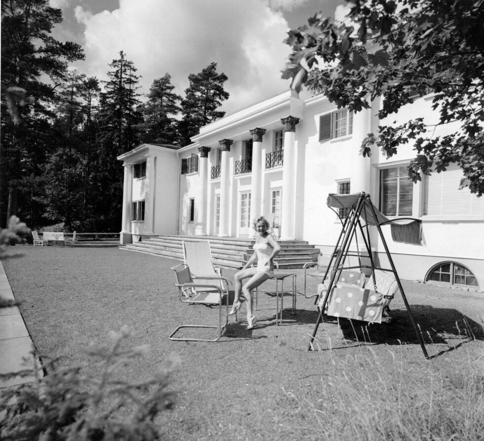 HERSKAPSVILLA: Sonja Henie og mannen Niels Onstad bodde på vakre Granholtet på Landøya.  Foto: NTB scanpix