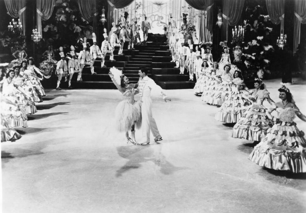 FANTASTISK ISSHOW: Det ble ikke sprt på noe på filmsettet til Sonja Henies filmer. Her fra «The Countess of Monte Cristo» med Michael Kirby i 1948. Foto: NTB scanpix