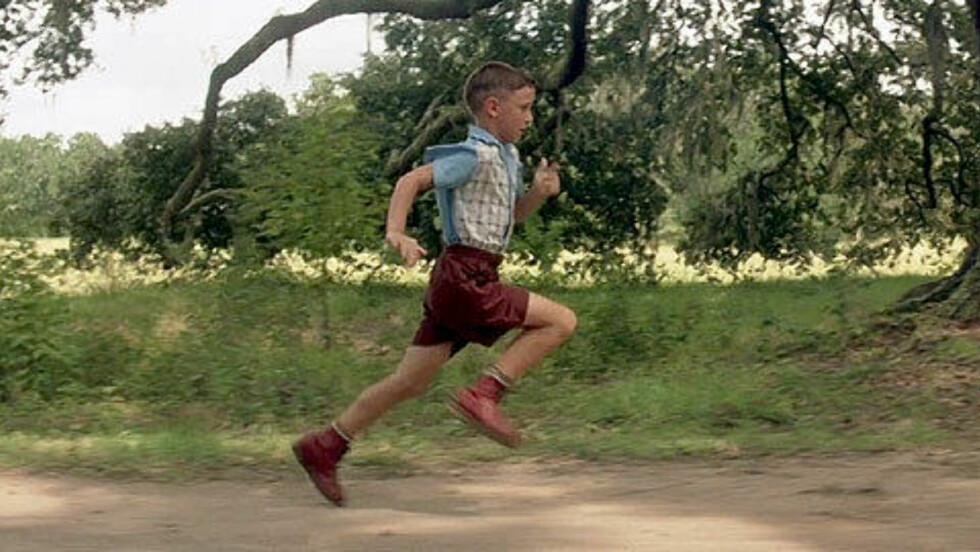 RUN, FORREST, RUN! Michael Connor Humphreys spilte unge Forrest Gump, som hadde problemer med beina og måtte gå med skinner. De endte han opp med å løpe av seg, og siden var løping hans greie.  Foto: Forrest Gump