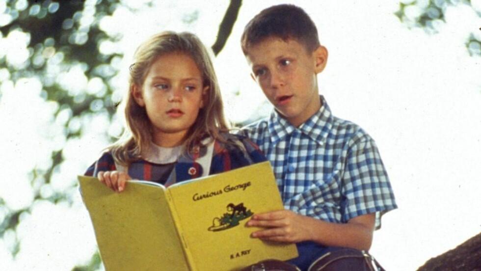 VANT 6 OSCAR: Forrest Gump kom ut i 1994 og ble en gigantsuksess. Filmen vant 6 Oscar, blant annet for beste hovedrolle, som gikk til Tom Hanks. Det var imidlertid Michael Connor Humphreys og Hanna Hall som spilte unge Forrest og Jenny.  Foto: Screenshot: Forrest Gump