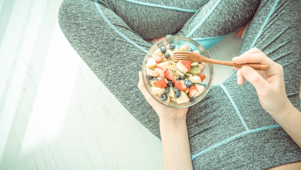 <strong>SPISE LITE:</strong> Spiser du svært lite kan du risikere å få mangler, særlig om du dropper næringsrik mat. FOTO: Shutterstock / Rasulov