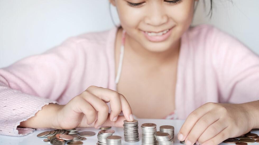VIKTIG KUNNSKAP: Det er viktig å lære elever om pengers verdi, mener lærer ved Årvoll skole.  Foto: Shutterstock / mirtmirt