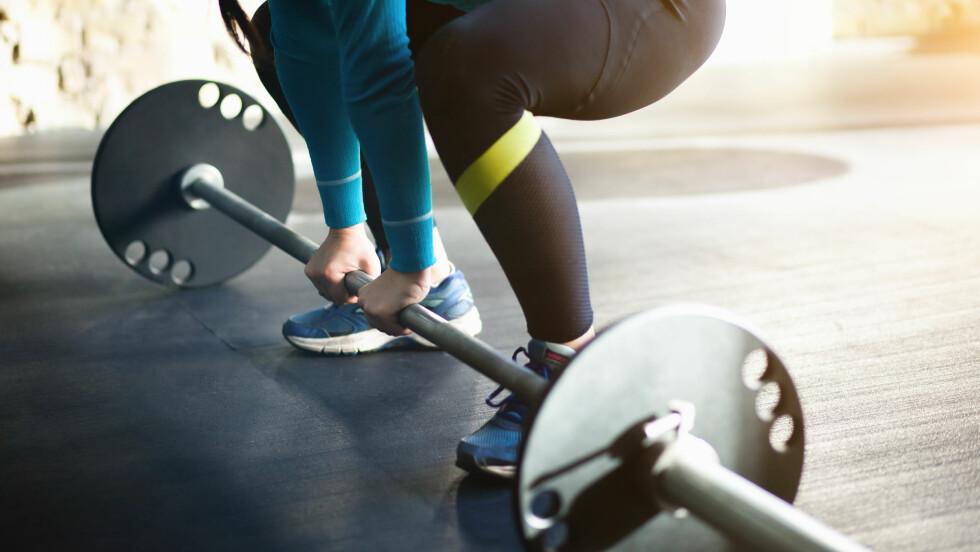 STYRKETRENING: Ifølge ekspertene bør du unngå å løfte samme vekt over lengre tid.  Foto: Shutterstock / SG SHOT