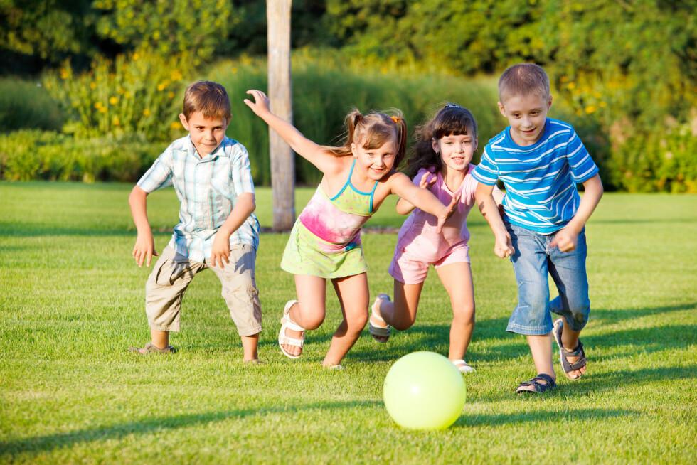VIKTIG FOR HELSA: Vennskap er viktig for god utvikling hos barnet, og blant annet reduserer det risikoen for psykiske symptomer.  Foto: Scanpix