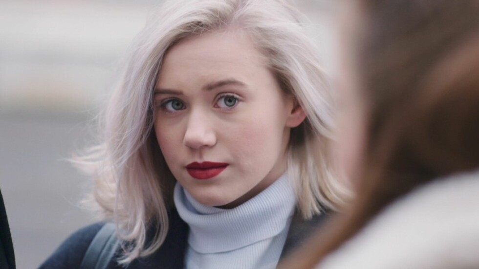 «SKAM-KLIPPEN»: Nei, vi er ikke helt ferdige med den populære «Skam»-frisyren.  Foto: Skjermdump NRK