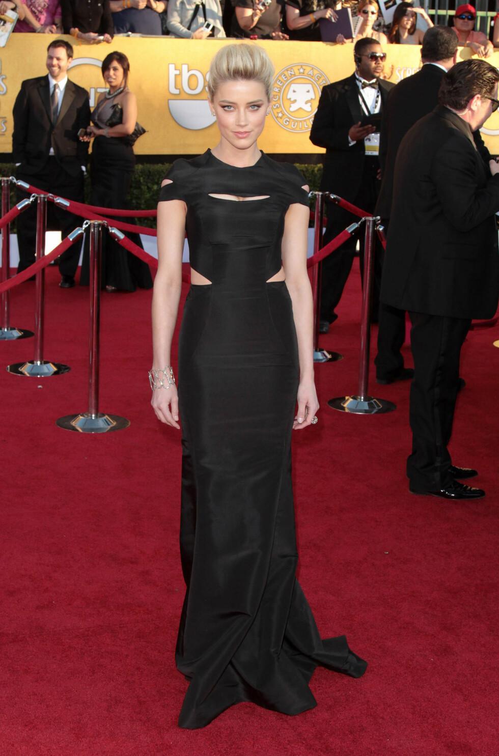 2012: Amber Heard gikk for en lekker sort kjole med noen kule skjæringer under SAG Awards i 2012. Foto: ©  RD / Orchon /Retna Ltd./Corbis